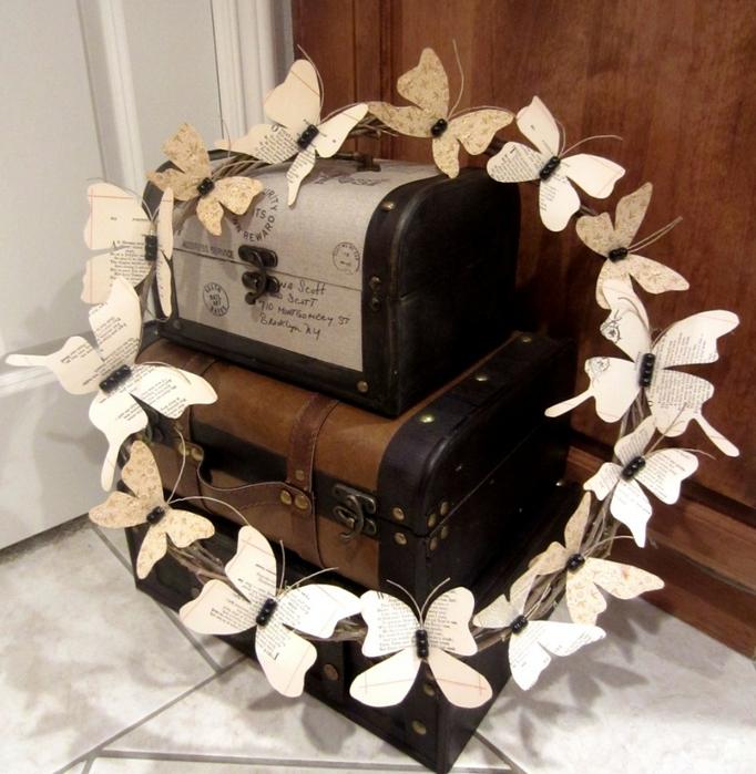 Венки с бабочками из газет, нотных и книжных страниц. Винтажные идеи (9) (682x700, 328Kb)