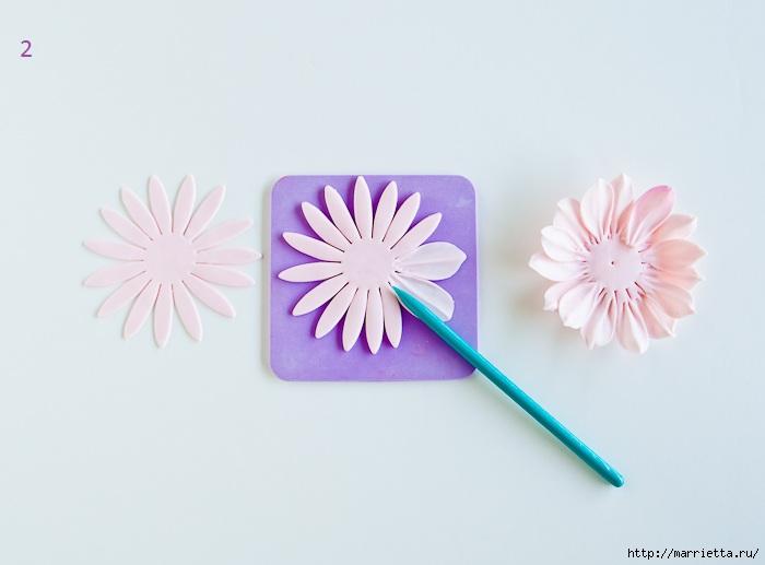 Хризантемы и георгины из сахарной мастики для украшения торта (2) (700x517, 106Kb)