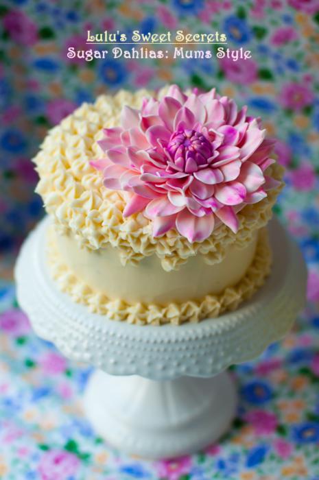 Хризантемы и георгины из сахарной мастики для украшения торта (6) (465x700, 503Kb)