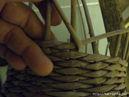 пасхальная курочка из газетных трубочек (36) (448x336, 72Kb)