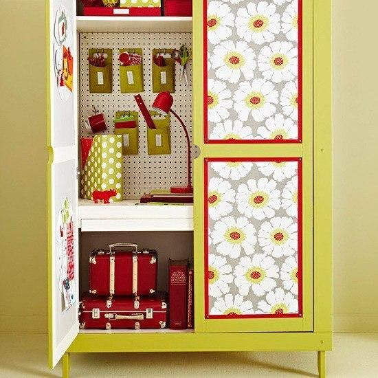 Как обновить старый шкаф своими руками обоями