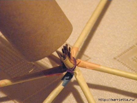 плетение из газет. венок спиральным плетением для пасхального декора (3) (448x336, 68Kb)