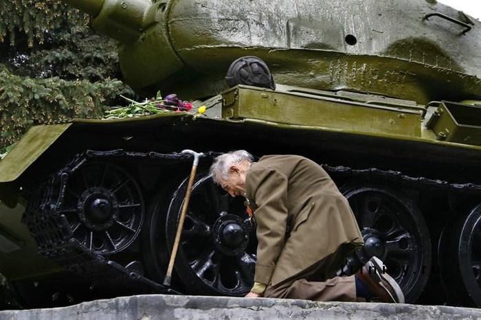 """Немцы хотят убрать российские танки возле мемориала советских воинов в Берлине: """"Это символ милитаризма"""" - Цензор.НЕТ 1076"""