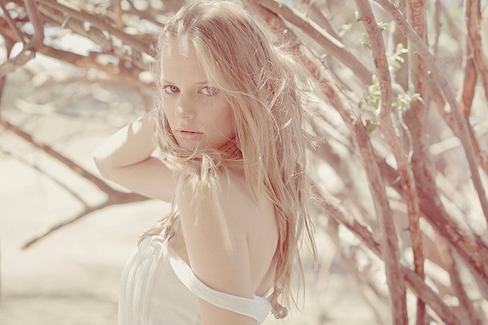 К статье. Фотограф. любовь. девушки. солнечное фото. Поделись. Ant…