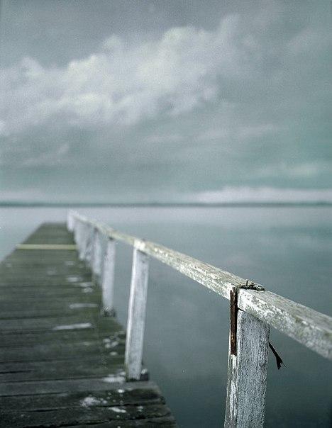 морской бриз,пейзаж,старый мост,тучи,бирюза