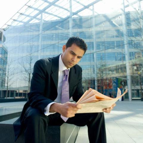 Вся его энергия направлена на решение глобальных задач. деловых мужчин