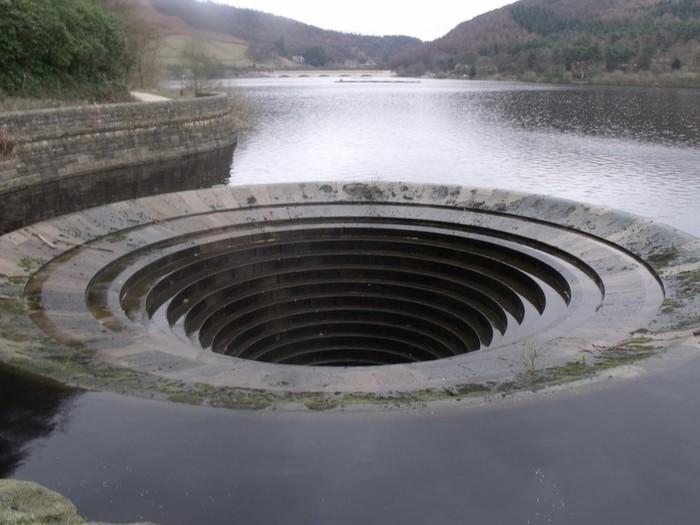 водослив на водохранилище Ледибауэр Англия 6 (700x525, 77Kb)