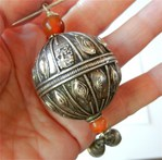 Превью antique_yemen_silver_bead_pendant_signed_by_silversmith_on_sterling_a370a436 (500x493, 54Kb)