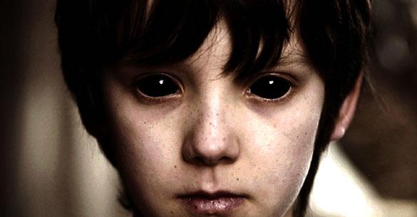 в убийцы белое в глазах