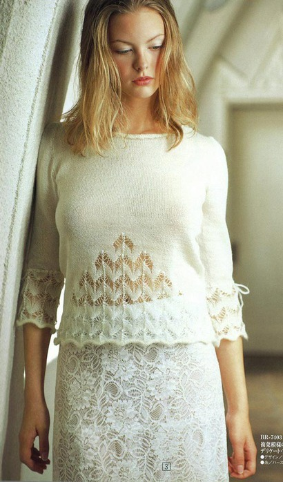 Белый нарядный пуловер с ажурными вставками спицами (2) (410x698, 96Kb)