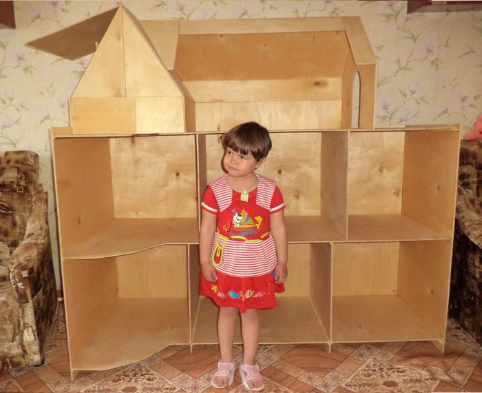 Большой кукольный домик из фанеры