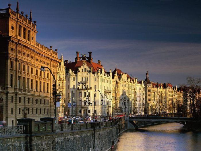 World_Others__river_Prague_007709_ (700x525, 82Kb)