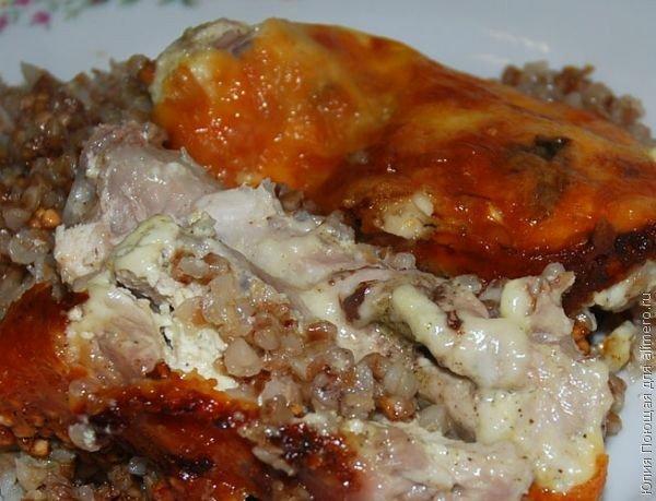 запекаем курицу с гречкой под сырной корочкой (8) (600x459, 57Kb)