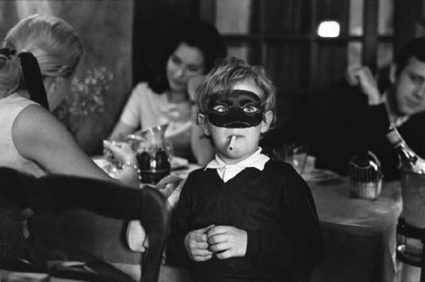 прикольные черно-белые фото Эллиотт Эрвитт 6 (600x398, 56Kb)