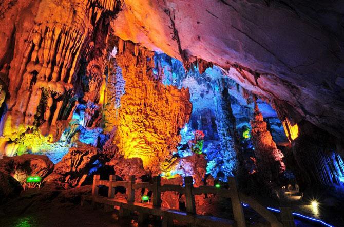пещера Тростниковой Флейты китай фото 7 (670x442, 142Kb)