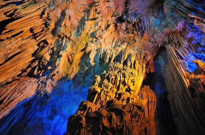 пещера Тростниковой Флейты китай фото 9 (700x463, 86Kb)