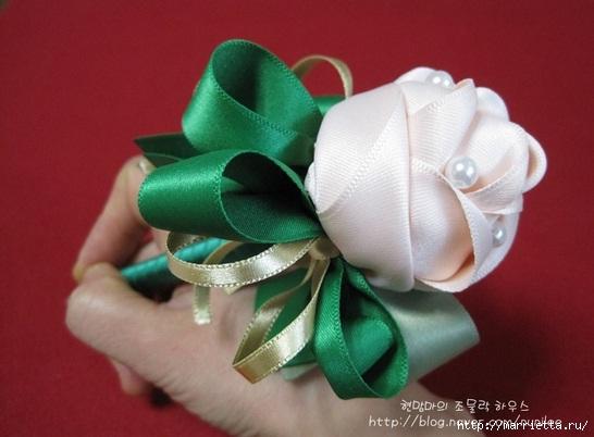 Украшаем шариковую ручку розами из атласной ленты (25) (546x402, 110Kb)