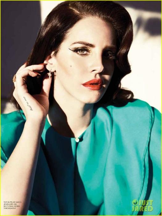 lana-del-rey-covers-fashion-magazine-summer-2013-02 (525x700, 207Kb)
