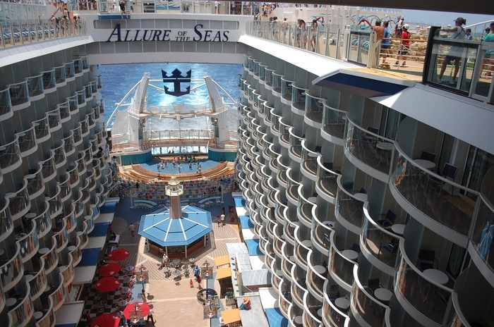 круизный лайнер Allure of the Seas фото 5 (700x464, 148Kb)