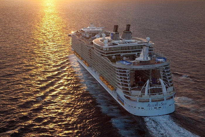 круизный лайнер Allure of the Seas фото 7 (700x466, 157Kb)