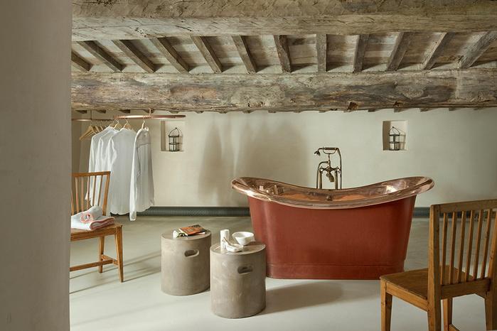 средневековый отель в италии фото 9 (700x466, 143Kb)