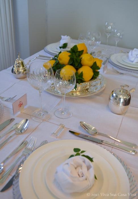Как сложить розу из льняной салфетки для оригинальной сервировки стола (12) (486x700, 195Kb)