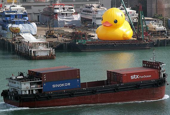 гигансткий желтый утенок Rubber Duck 4 (570x388, 119Kb)