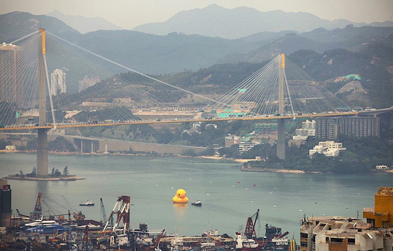 гигансткий желтый утенок Rubber Duck 9 (570x364, 82Kb)
