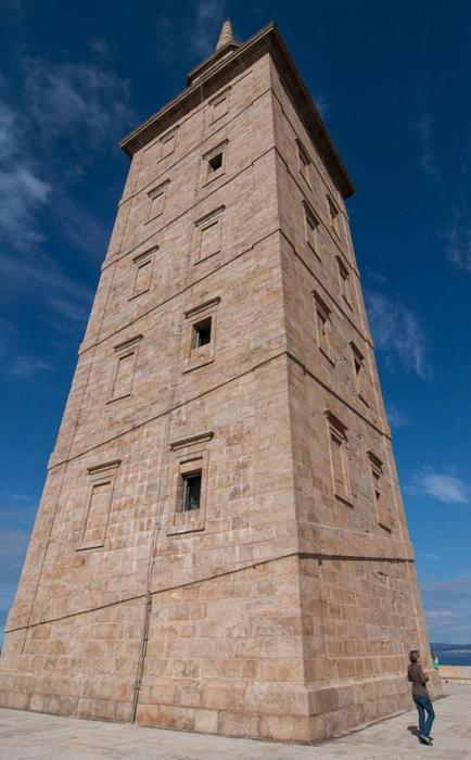 древний маяк башня геркулеса испания 2 (434x700, 297Kb)