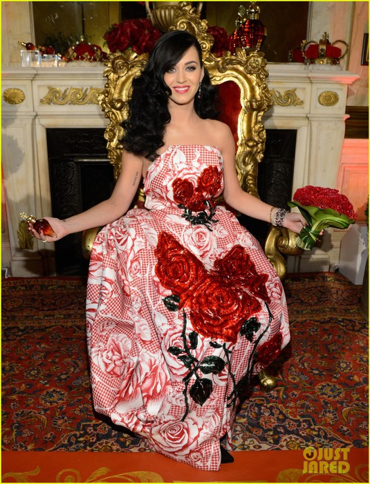 katy-perry-is-the-killer-queen-at-third-fragrance-unveiling-02 (535x700, 155Kb)