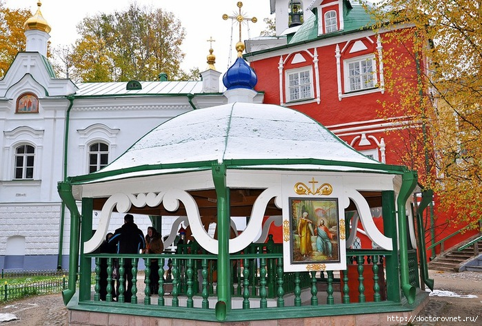 Псково-Печерский монастырь44 (700x472, 327Kb)