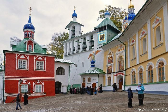 Псково-Печерский монастырь34 (700x469, 265Kb)
