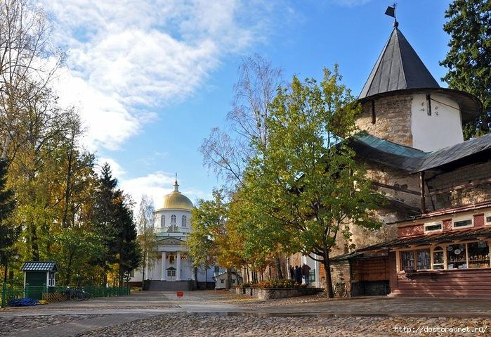 Псково-Печерский монастырь29 (700x479, 311Kb)