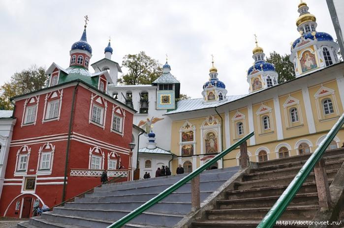 Псково-Печерский монастырь10 (700x464, 211Kb)
