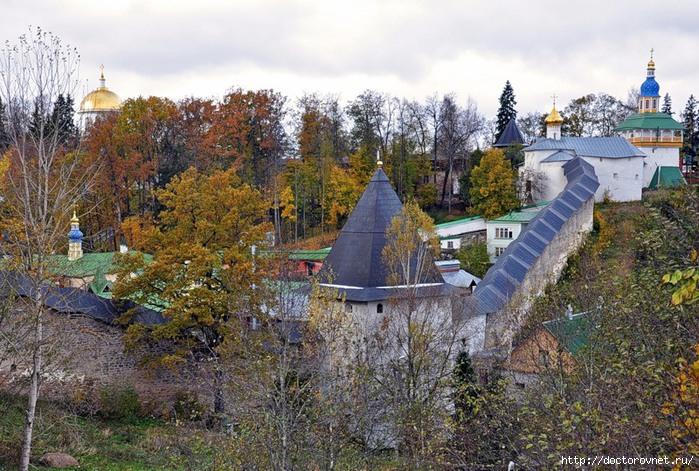 Псково-Печерский монастырь6 (700x471, 314Kb)