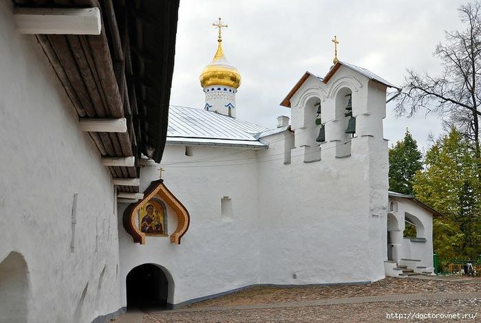 Псково-Печерский монастырь5 (700x470, 204Kb)