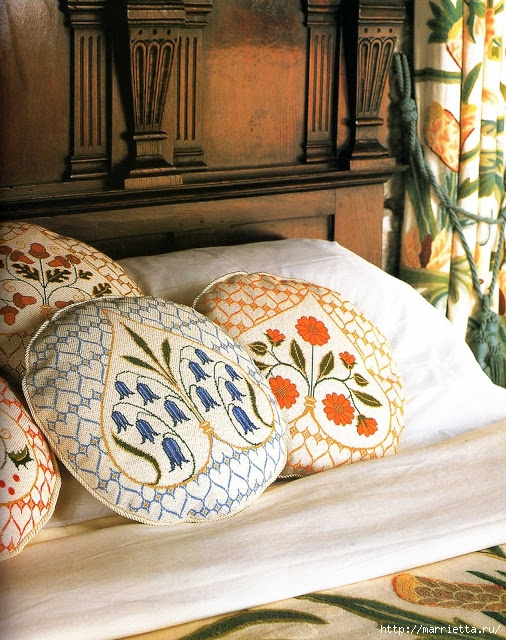 вышивка круглых подушек для дивана (1) (506x640, 314Kb)