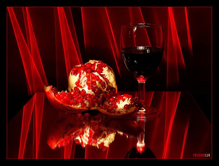 Натюрморт в красных тонах.  Красный цвет оказывает на психику человека самое сильное эмоциональное воздействие.