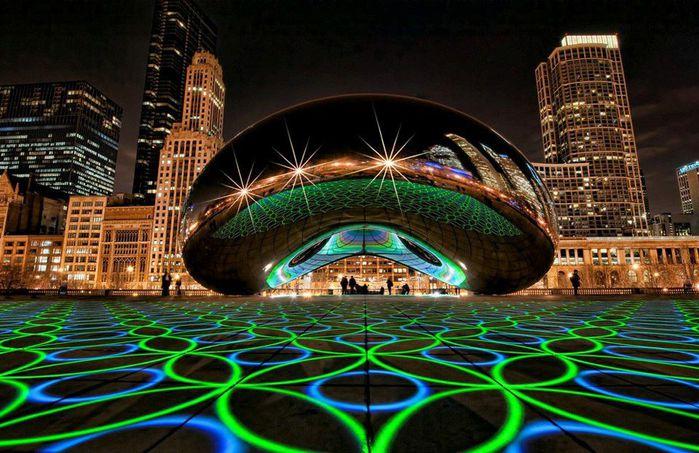 Световое шоу у скульптуры Клауд Гейт, Миллениум-парк, Чикаго, Штат Иллинойс, США (700x453, 83Kb)