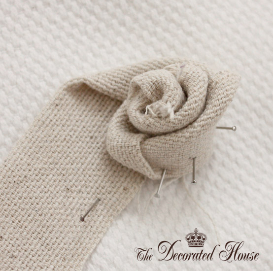 The Decorated House Fabric Flower Tutorial 3 (554x550, 105Kb)