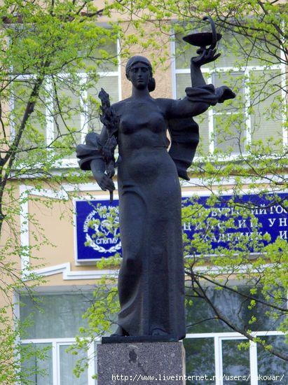 Памятник студентам и преподавателям первого меда/1413032_IMGP8771 (411x550, 178Kb)