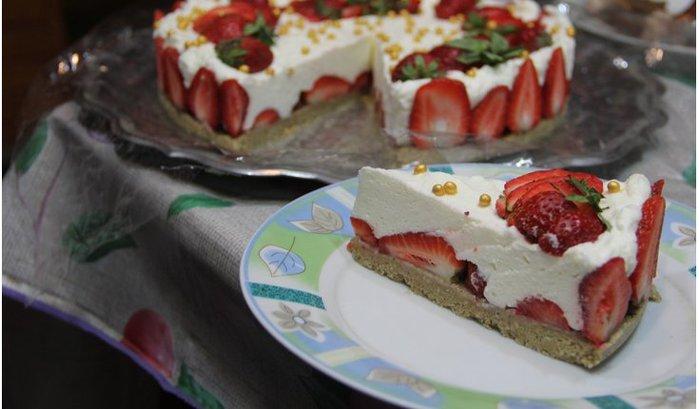 Клубничный торт без выпечки (4) (700x409, 48Kb)