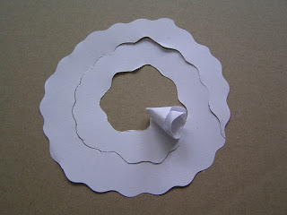 decorar una pantalla de lámpara hecha de rosas de papel (1) (320x240, 14Kb)