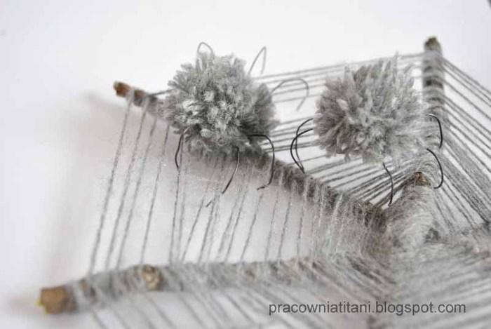 Декоративная паутина из веток с пауками из помпонов (8) (700x469, 57Kb)