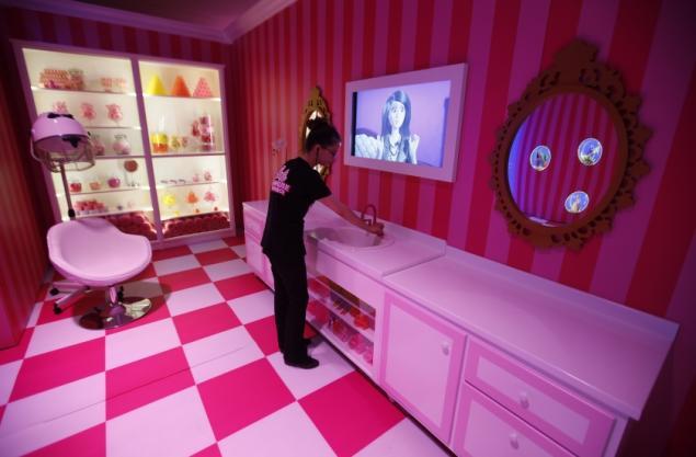 Barbie Dreamhouse Experience  дом барби в берлине 4 (635x417, 34Kb)