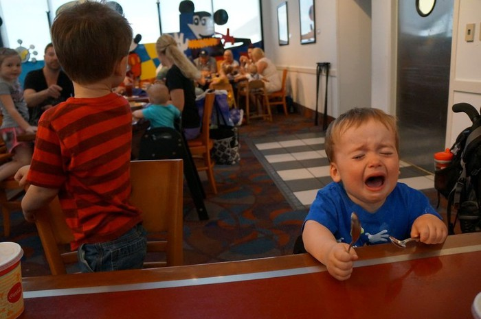 дети плачут 2 (700x465, 71Kb)