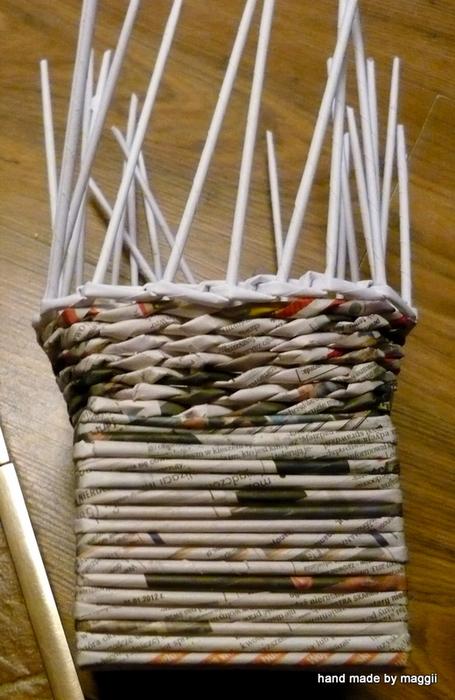плетение из газет. корзинка с декупажем (11) (455x700, 291Kb)