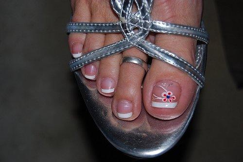 Фото дизайна на ногтях ног