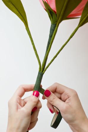 гигантские розы из гофробумаги (22) (297x445, 31Kb)