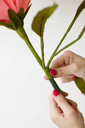 гигантские розы из гофробумаги (24) (297x445, 29Kb)